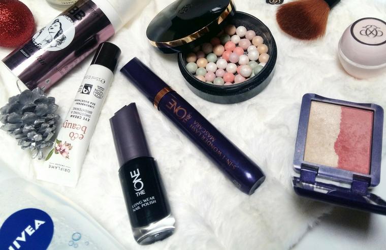 Vacanța de iarnă: ghidul complet al cosmeticelor de pus în bagaj