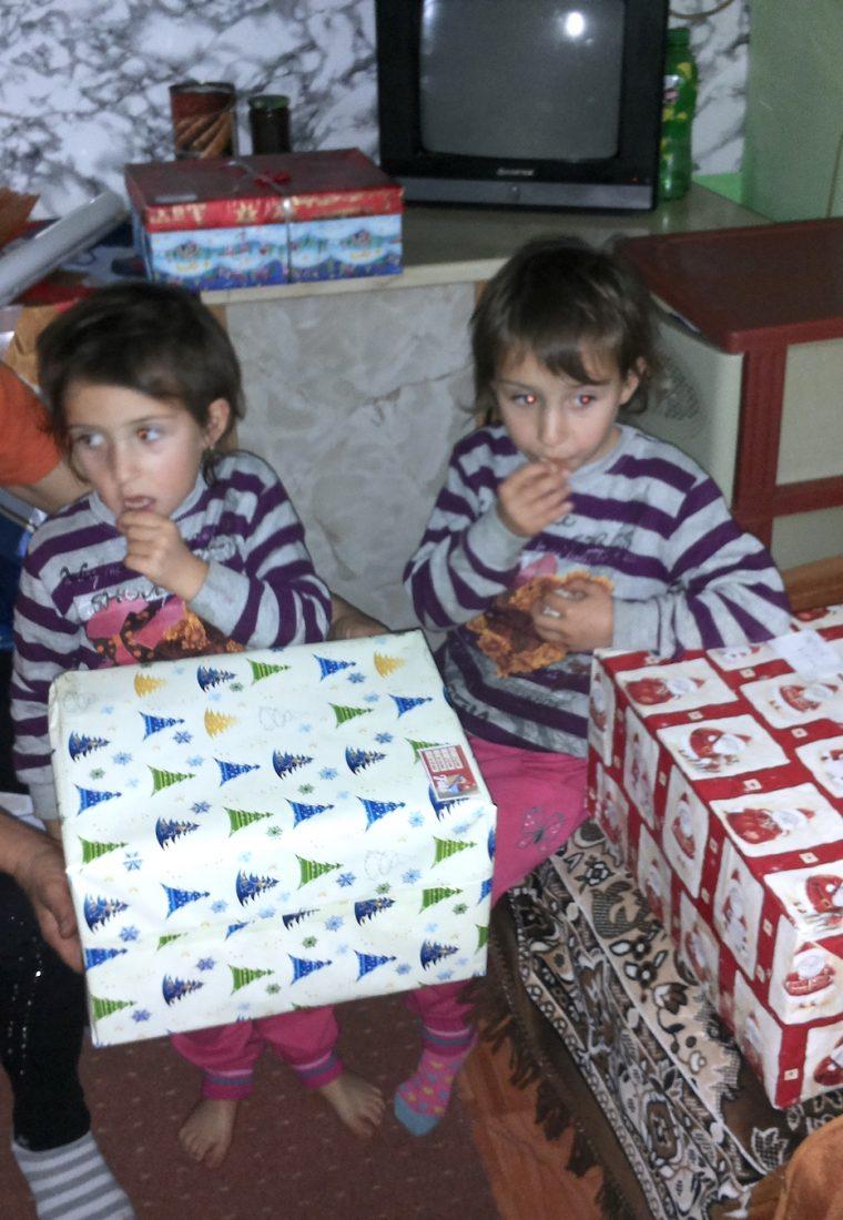 Românii știu dărui! Campania Shoebox și mii de copii fericiți în fiecare an