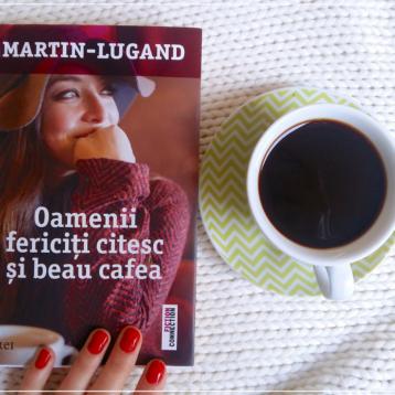 Lectura ultimelor zile: Oamenii fericiți citesc și beau cafea