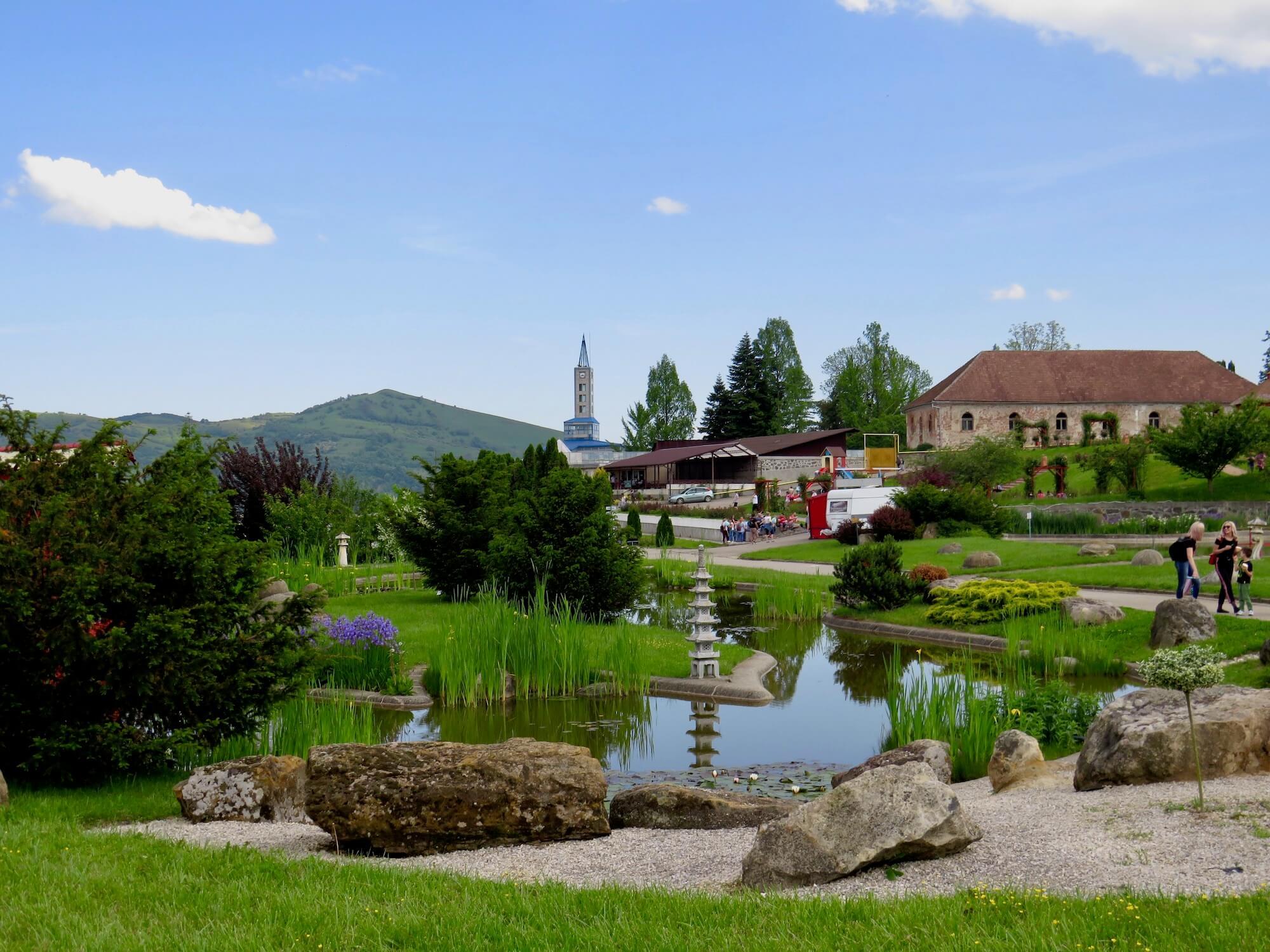 Grădina botanică din Jibou, un loc de trecut pe wishlist