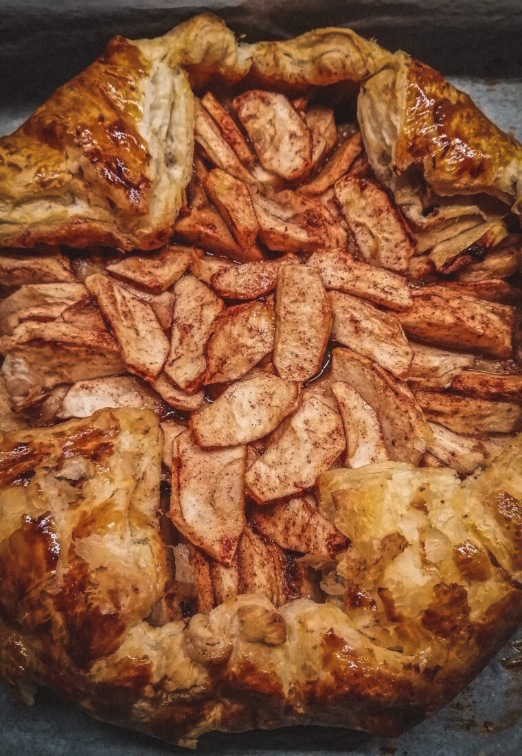 Rețetă rapidă de toamnă: plăcintă cu mere și foietaj